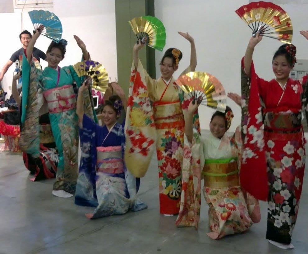 Danza giapponese con il furisode