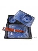 Box set con ciotole piatti e bacchette sushi