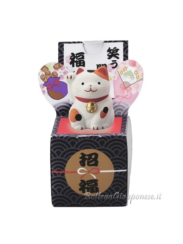Maneki neko sulla scatola della fortuna