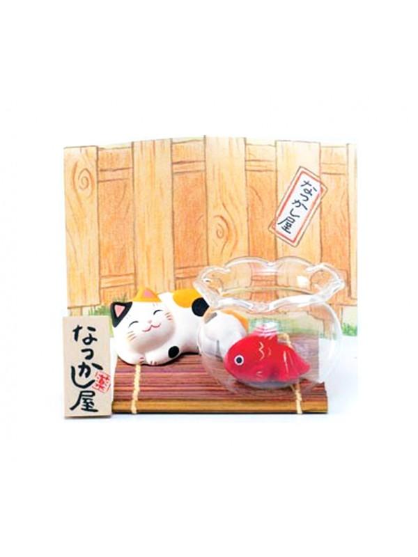 Maneki Neko scenetta con pesce