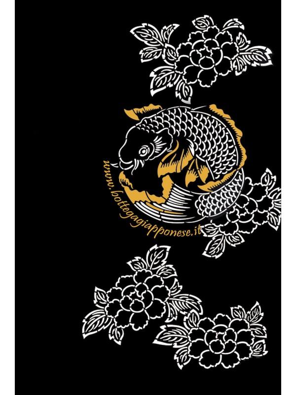 Tshirt nera con carpa koi